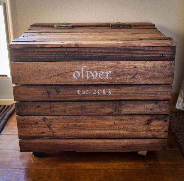 Repurposed Pallet Wood Toy Box