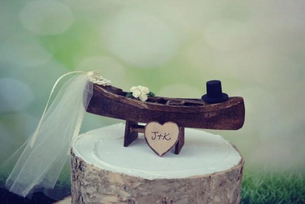 Canoe-boat-wedding-cake