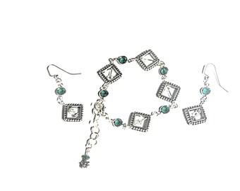 Beaded bracelet in zig zag pattern with blue by JoolsbyAveril