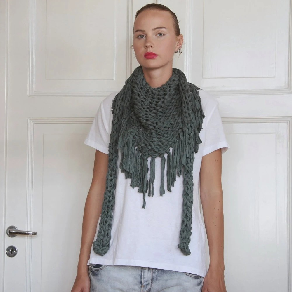 Chunky cotton triangle fringe scarf - Bottle Green - Vietto