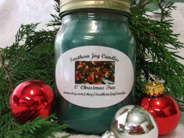 O39 Christmas Tree Soy Candle 16 oz jar highly scented