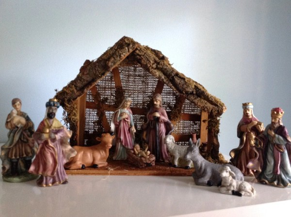 Vintage Porcelain Nativity Set With Stable Christmas