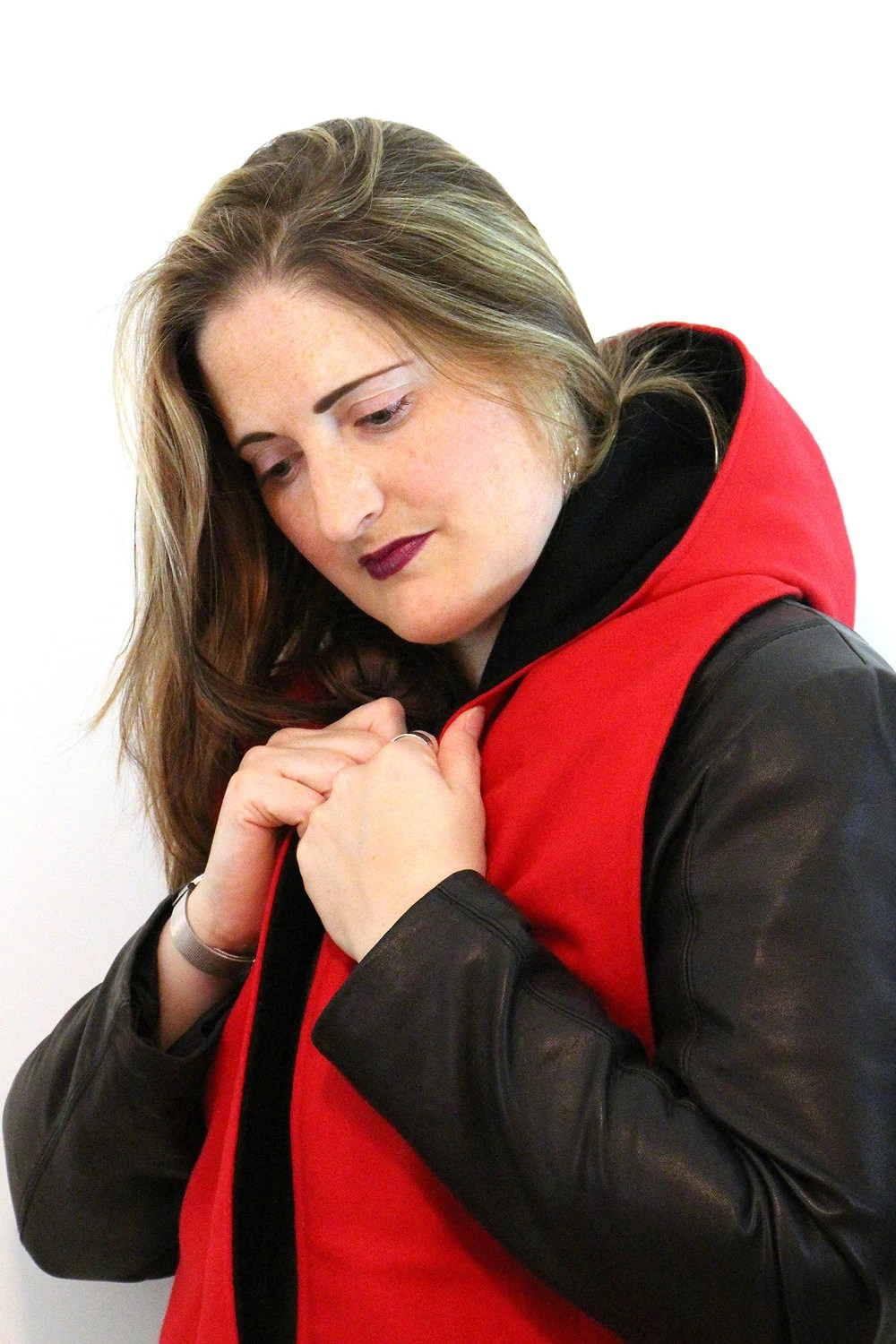 Red and black hooded wool scarf