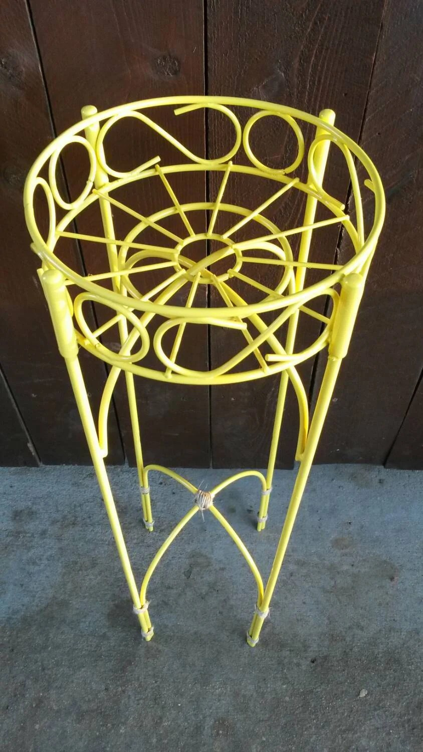 white outside chairs walmart baby high chair yellow plant stand vintage garden table round wrought iron
