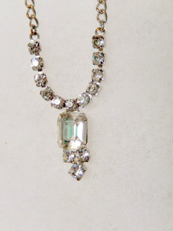 Necklace With Combination Of Chain And Rhinestone
