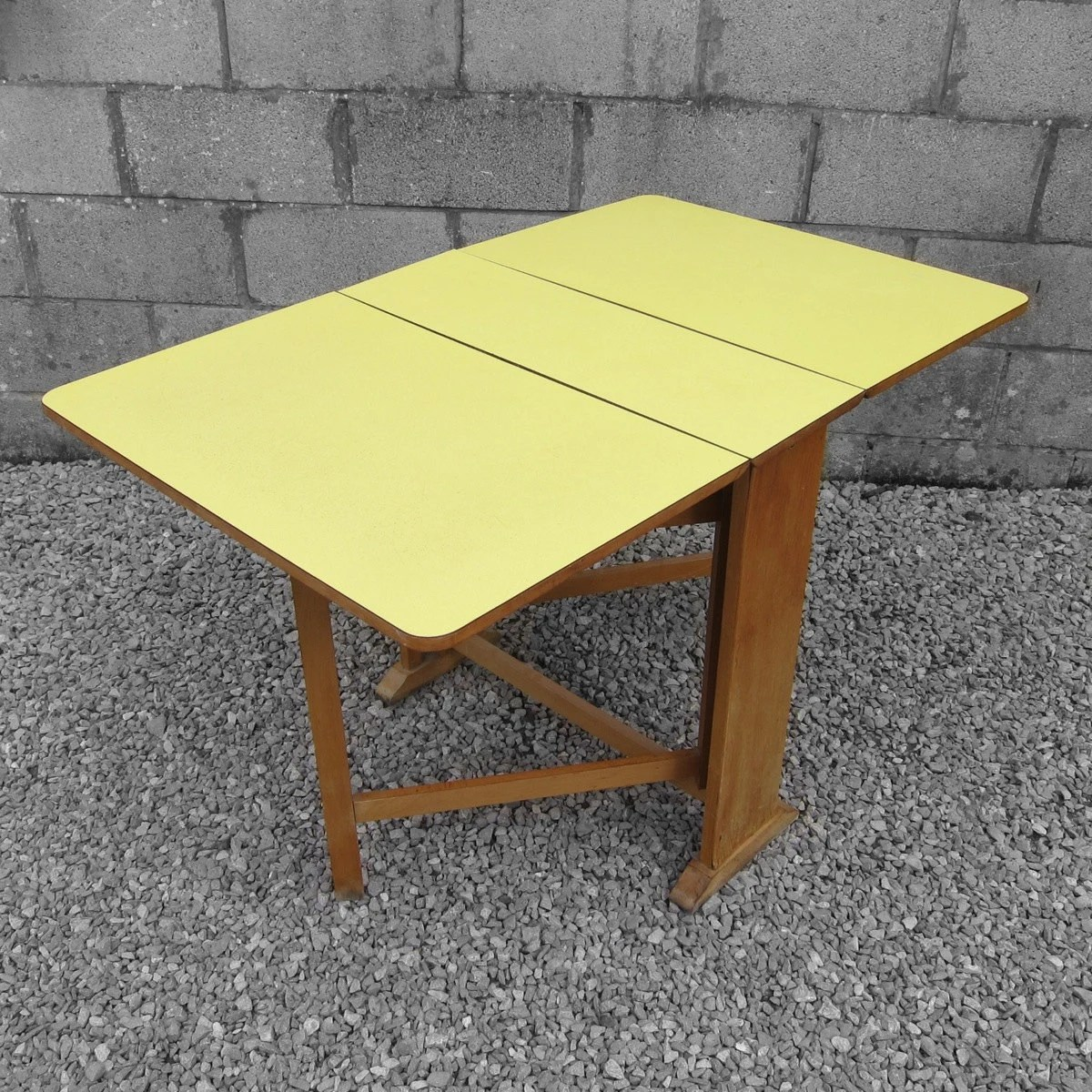 1950 s yellow formica table and chairs quartz folding chair 1950s vintage kitsch old retro kitchen