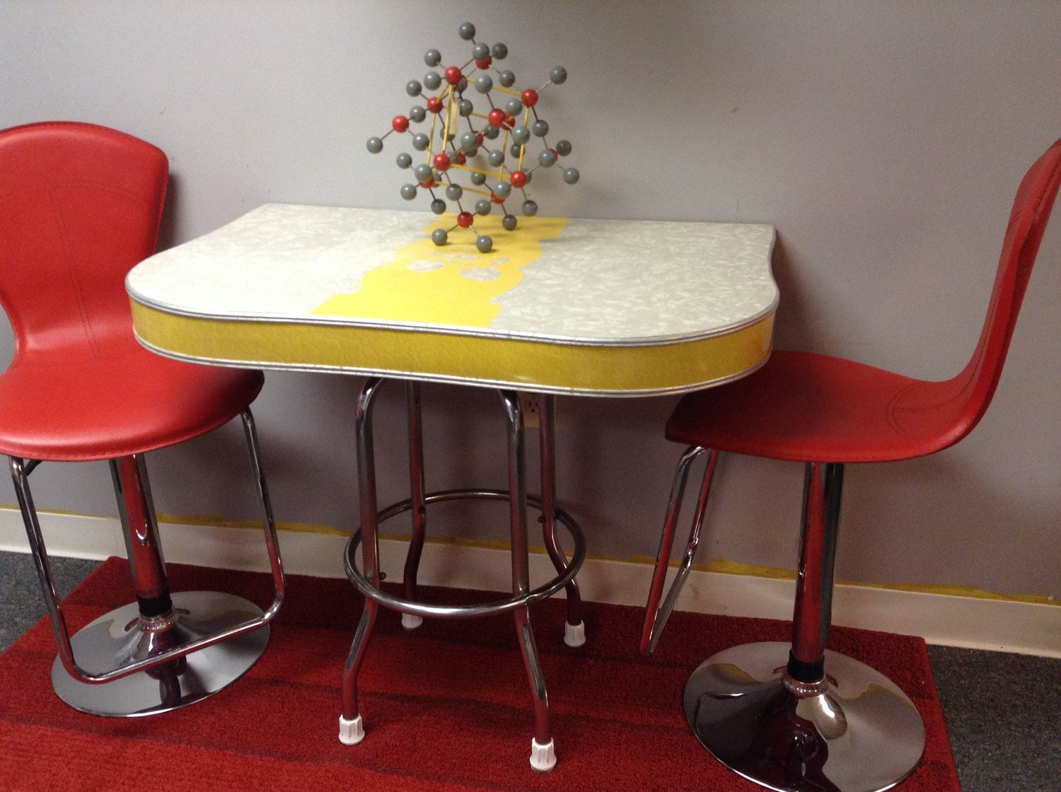 1950 s yellow formica table and chairs elmo folding chair 1940 39s grey apple motif