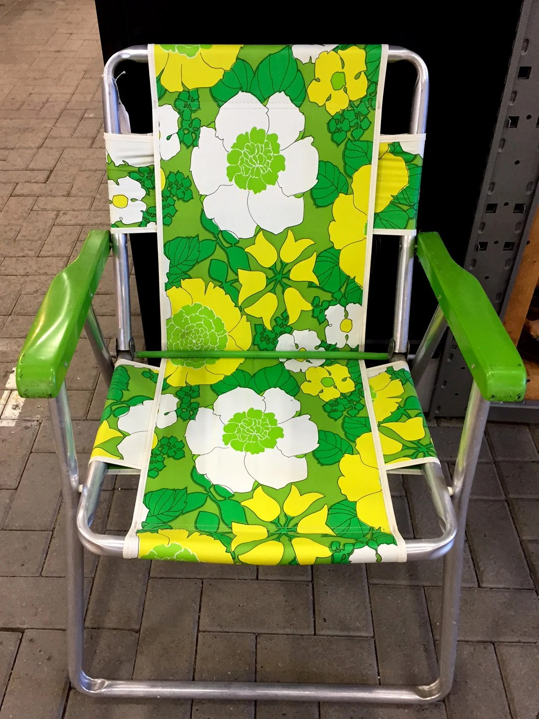 Retro Lawn Chairs Vintage Aluminum Folding Lawn Chair 60s 70s Retro Floral