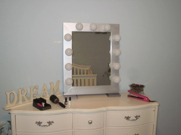 Hollywood Style Lighted Vanity Mirrors