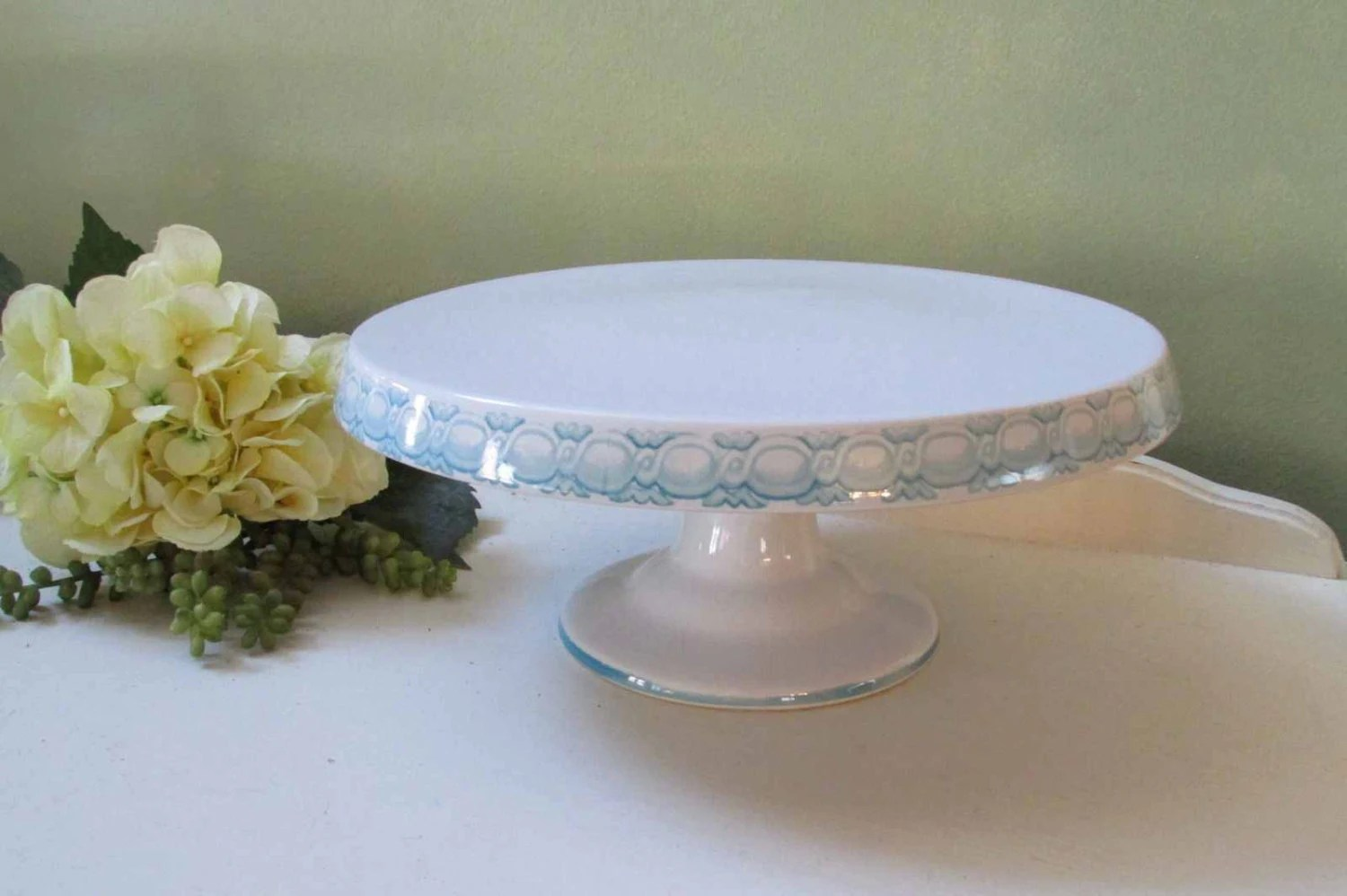 White Cake Plate Stand. Fusionbrands Serve It Up Plate