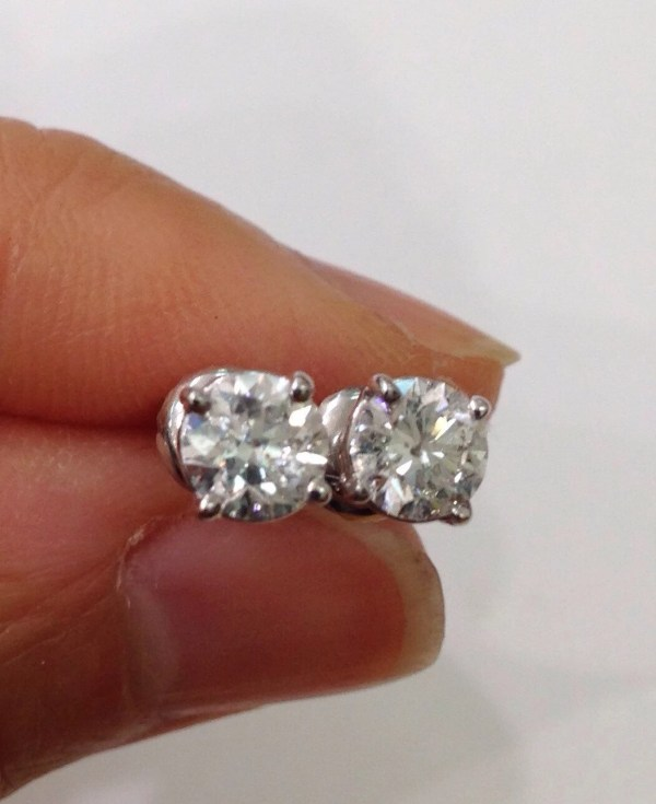 1.05 Carat Diamond Stud Earrings Screwback Geniune