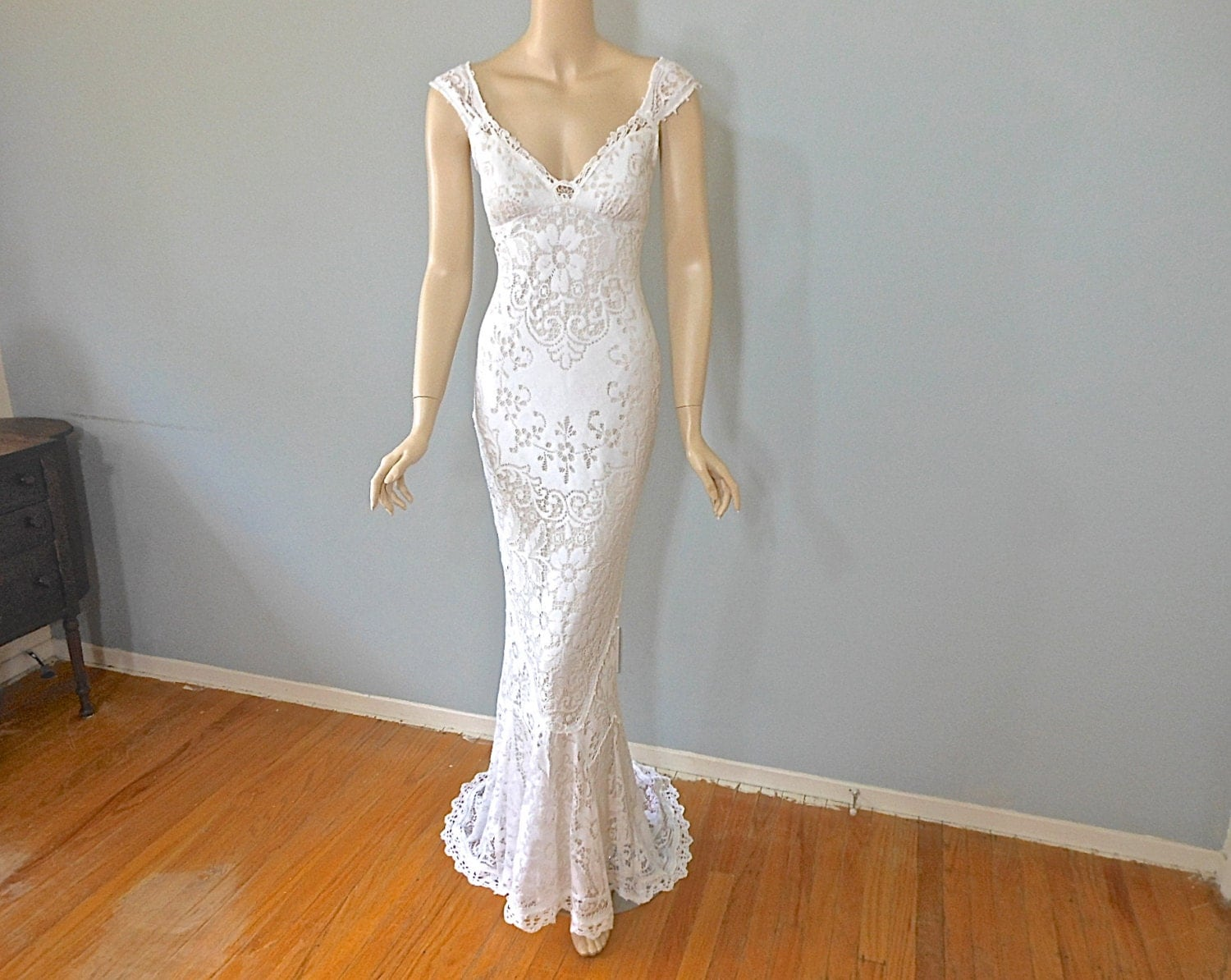 White Lace Wedding Gown Bohemian MERMAID Wedding Dress VINTAGE
