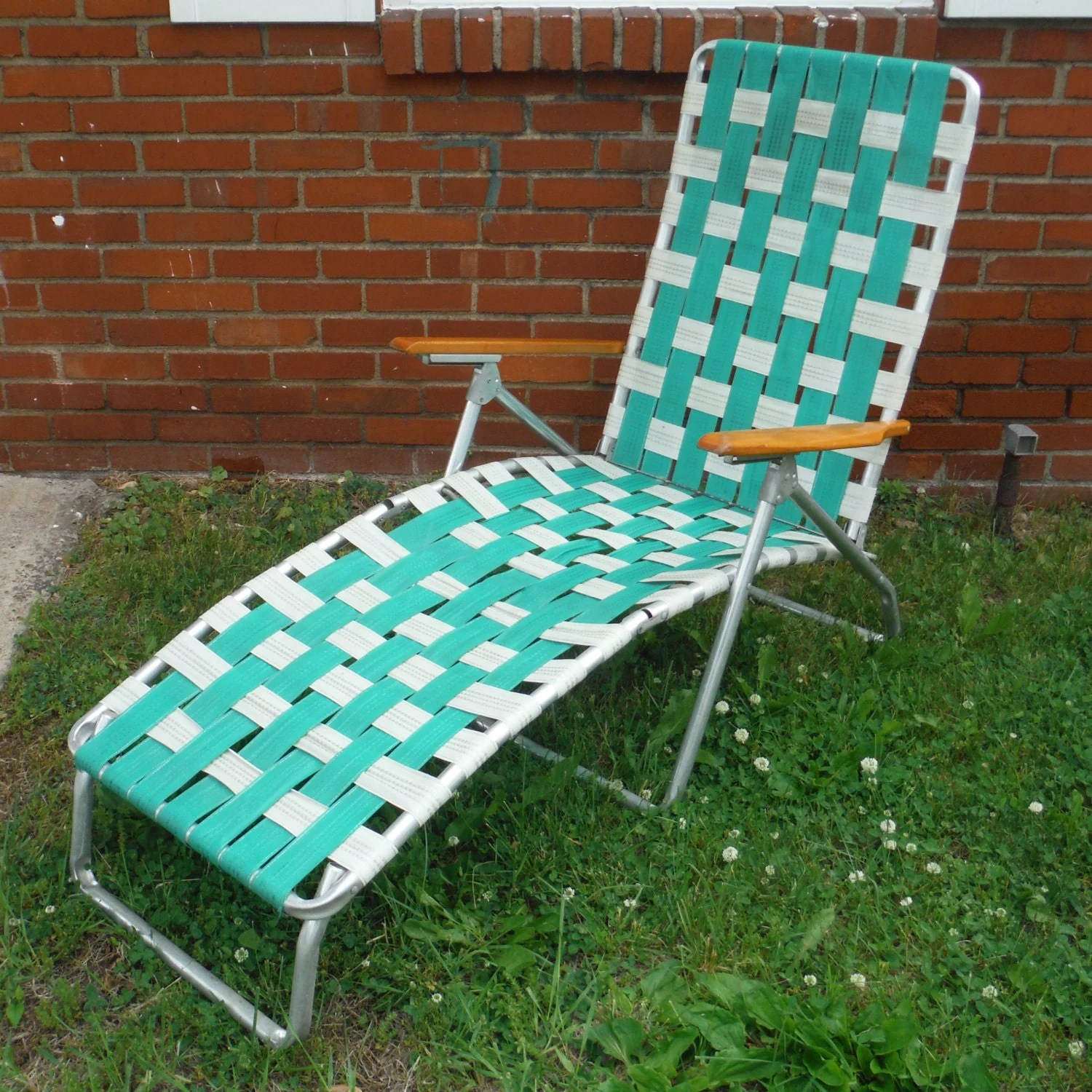 webbing for aluminum folding chairs bentwood bistro uk vintage webbed chaise lawn chair
