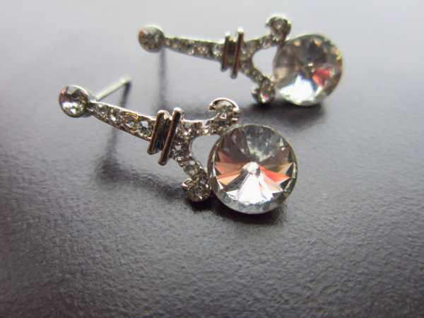Charm Eiffel Tower Earrings With Shiny Stonessilver