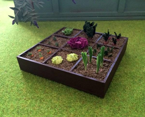 garden miniature dollhouse scale