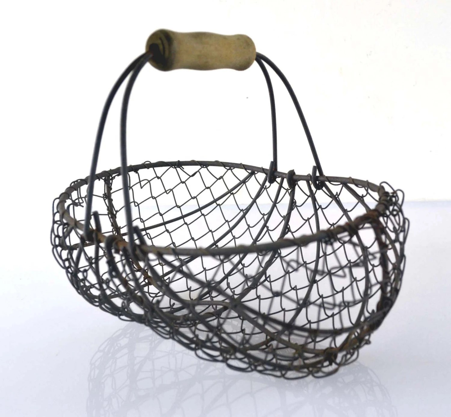 Small vintage french wire oyster fishing basket haute juice for Fish wire basket