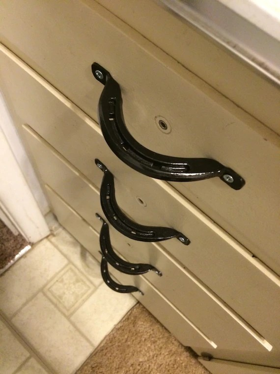 Horseshoe drawercabinet pulls