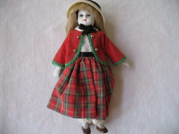 Vintage Scottish Doll House Of Hatten Collectible Toys