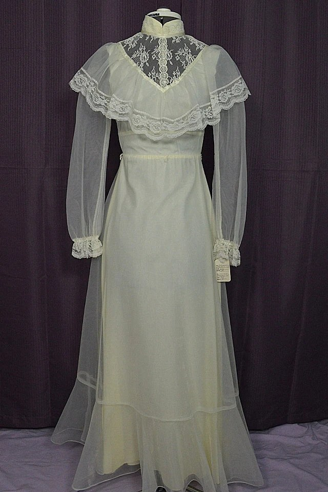 1970s Vintage Peasant Style White Long Sleeve Wedding Dress