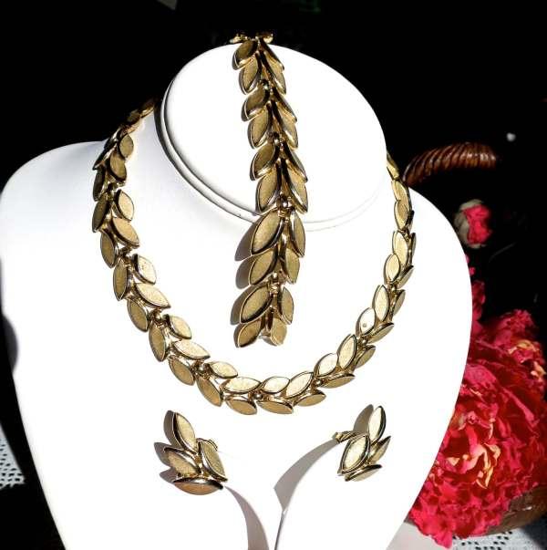 Vintage Crown Trifari Full Parure Necklace Bracelet Earrings