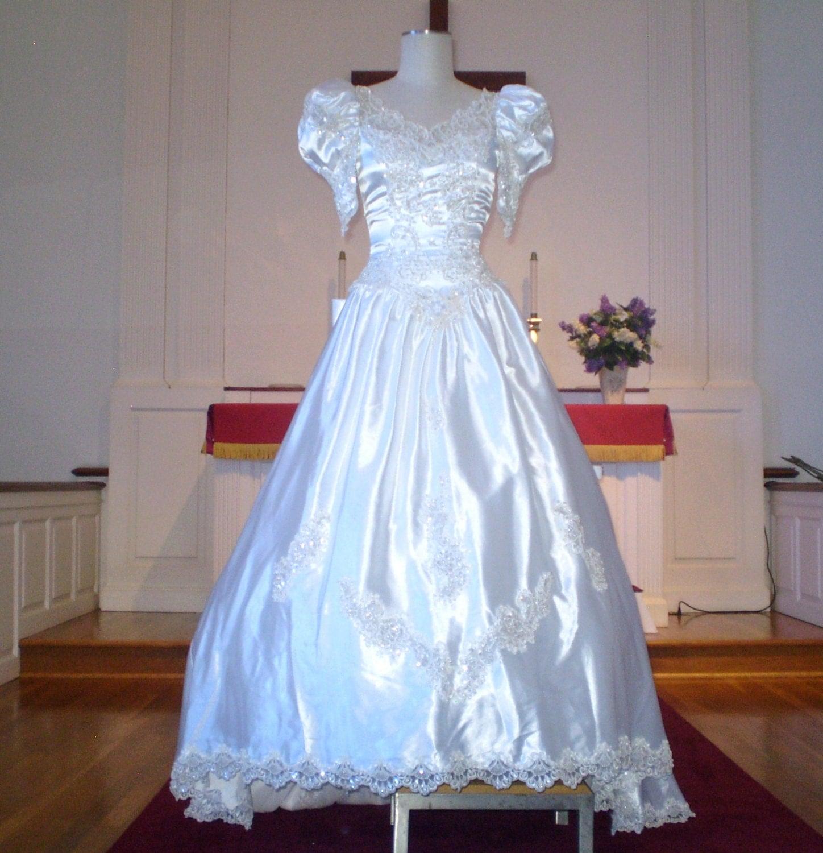 SALE Vintage White Satin n lace wedding gown short puff