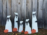 31 Halloween yard decor Primitive Wood Ghost with bat