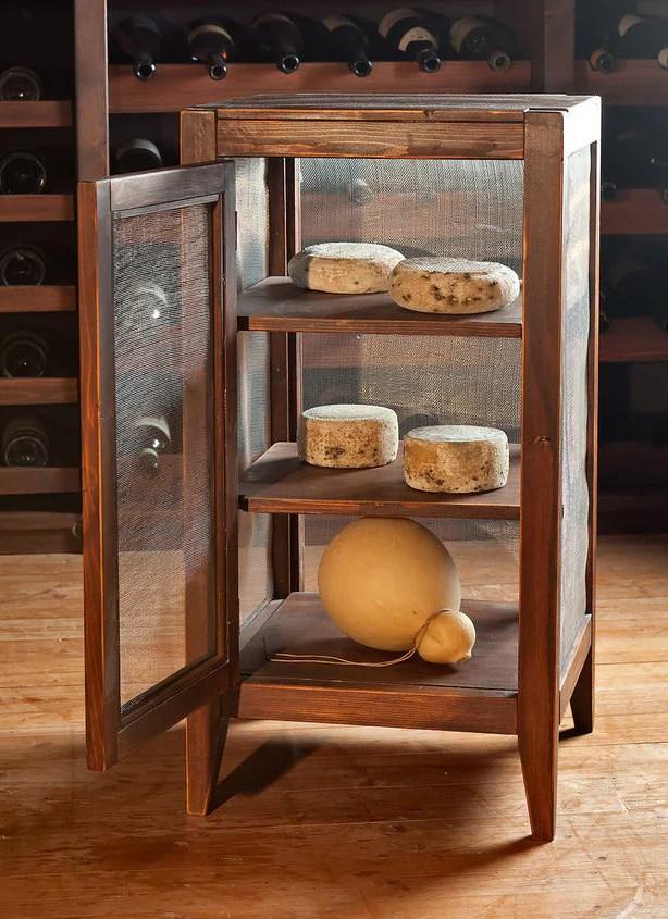 Mobile in legno per la stagionatura del formaggio