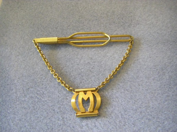 Wonderful Vtg. Tie Clip .hanging Chain With Initial Gold