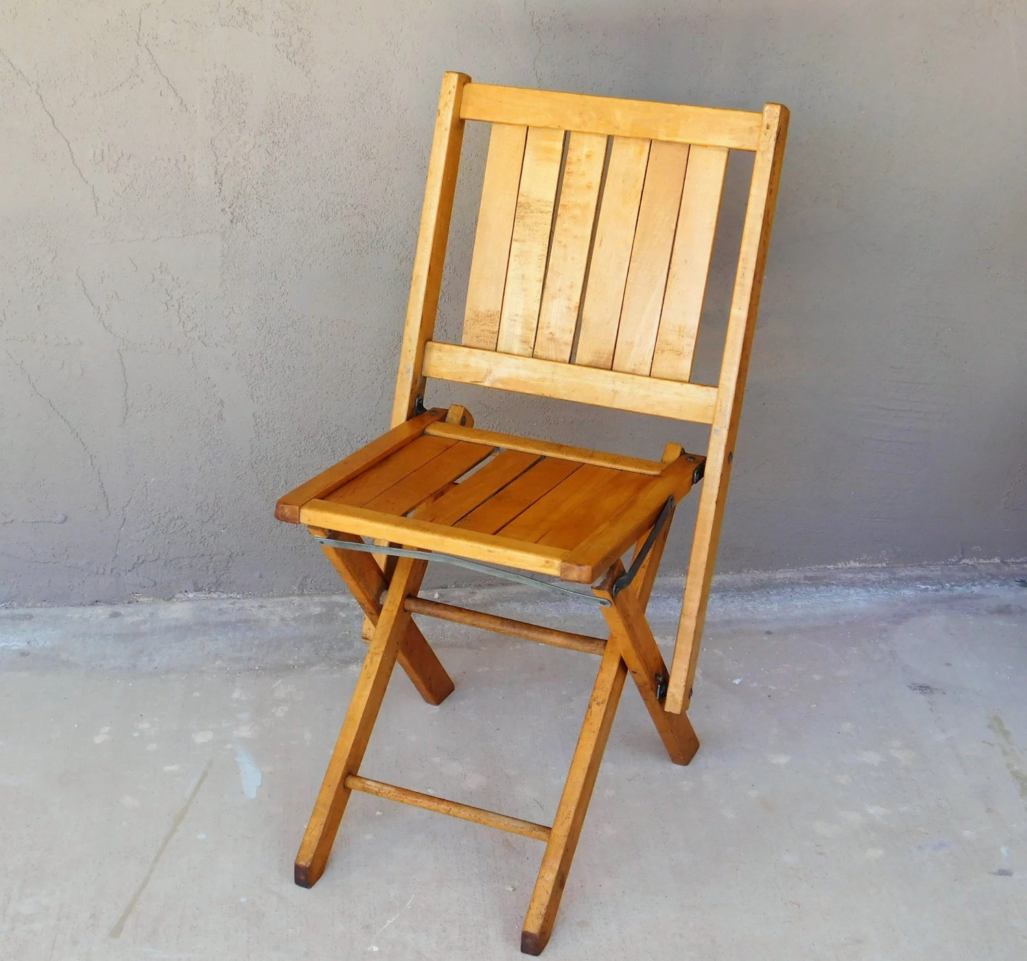 Nice Folding Chairs Vintage Wood Folding Chair Sturdy Nice Condition Urban