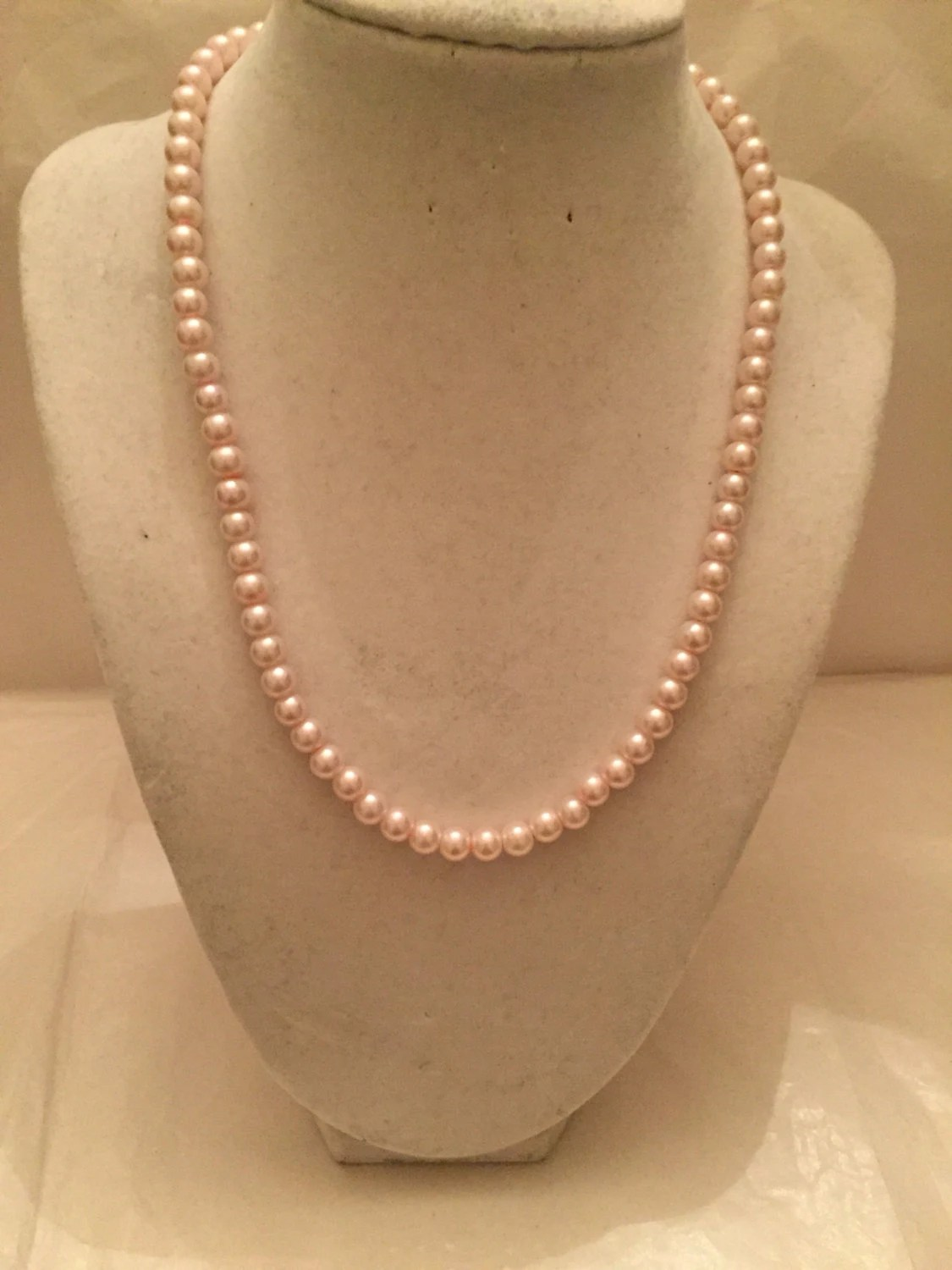 Pale Pink Pearl Necklace/Pearl/Beaded Jewelry