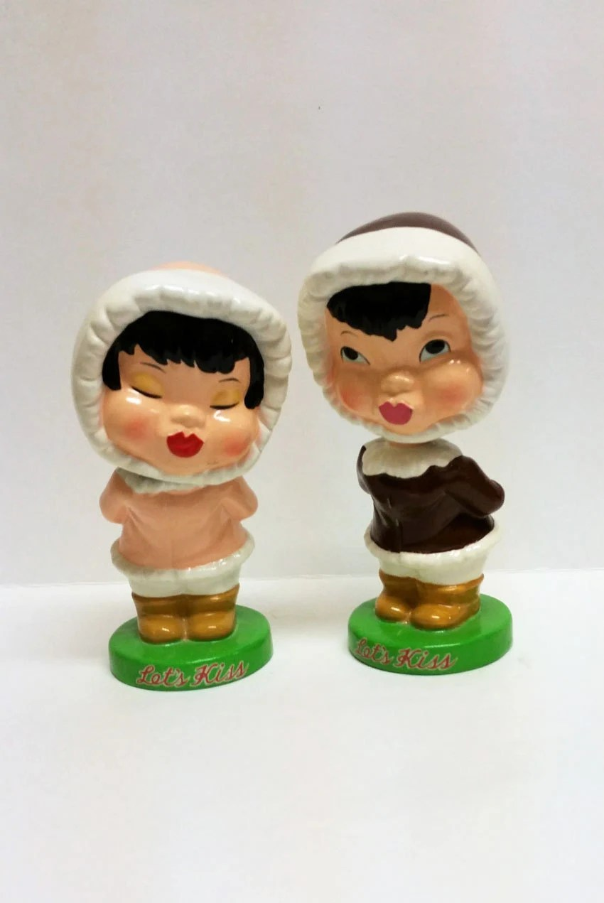 Vintage Kissing Bobbleheads With Magnetic Lips