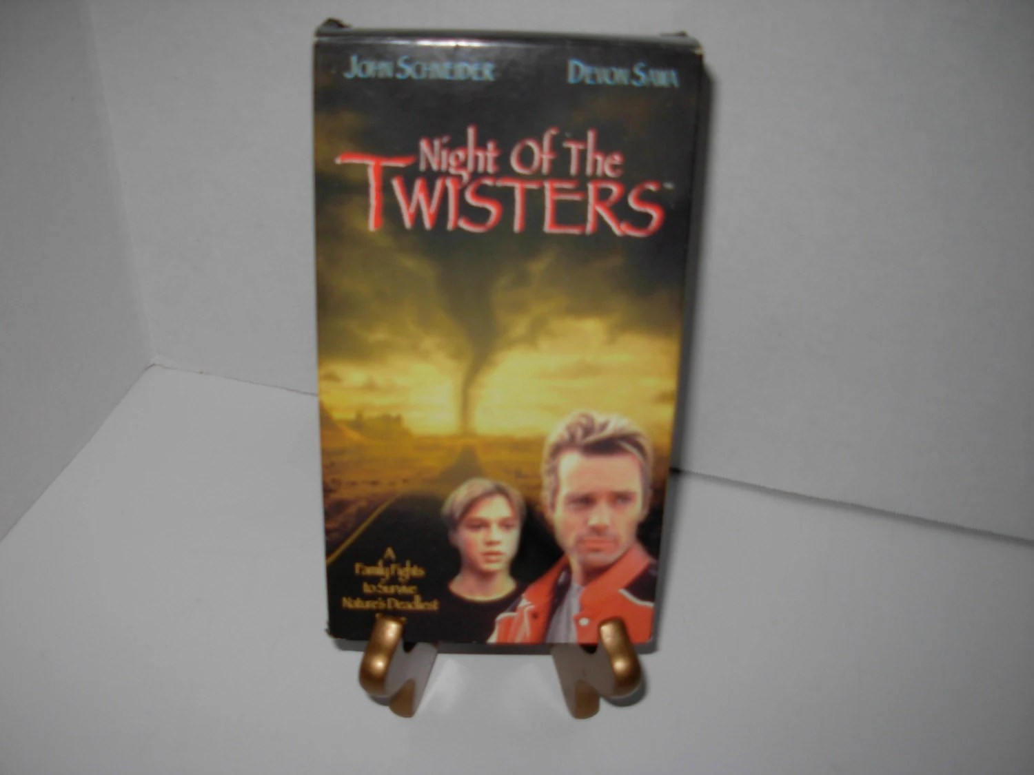 Night Of The Twisters Vhs Tape John Schneider Devon Sawa