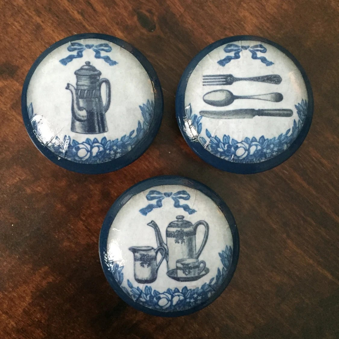 blue kitchen cabinet knobs battery powered under lighting 1 5 inch shabby cottage decor