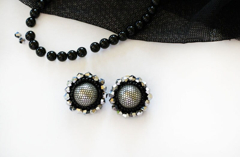 Ear clip Types of earrings Stud ear Black stud Starter