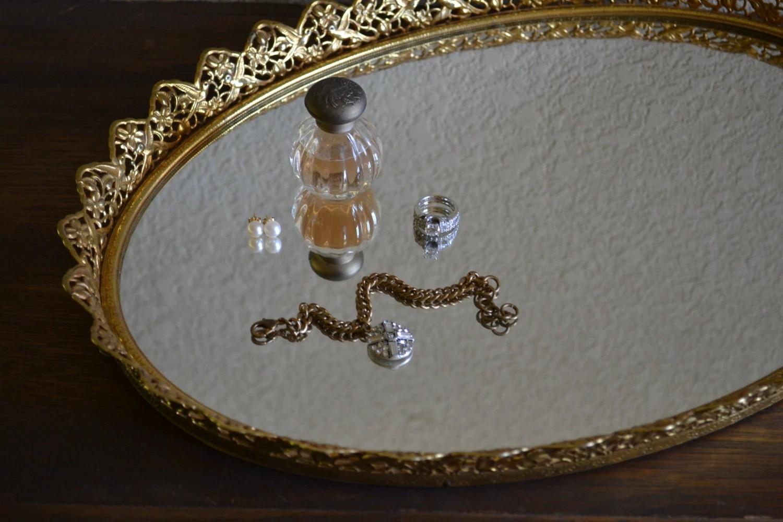 Lovely Oval Vanity Tray / Dresser Mirror / Perfume Display