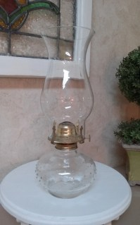 Vintage Lamplight Farms oil / kerosene lamp hobnail