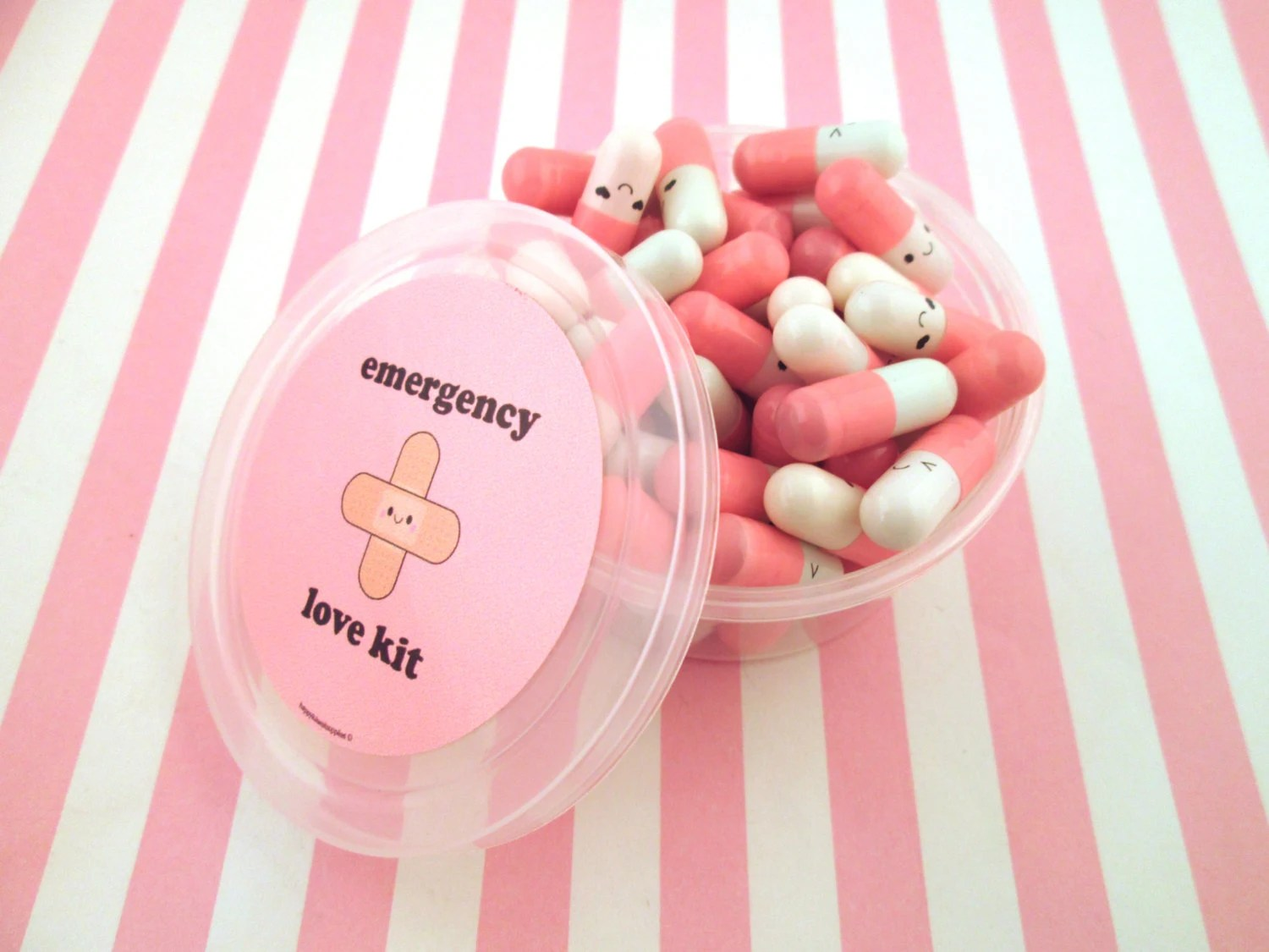 Multicolor Emergency Love Pill Kit Wish Pill Capsule with a