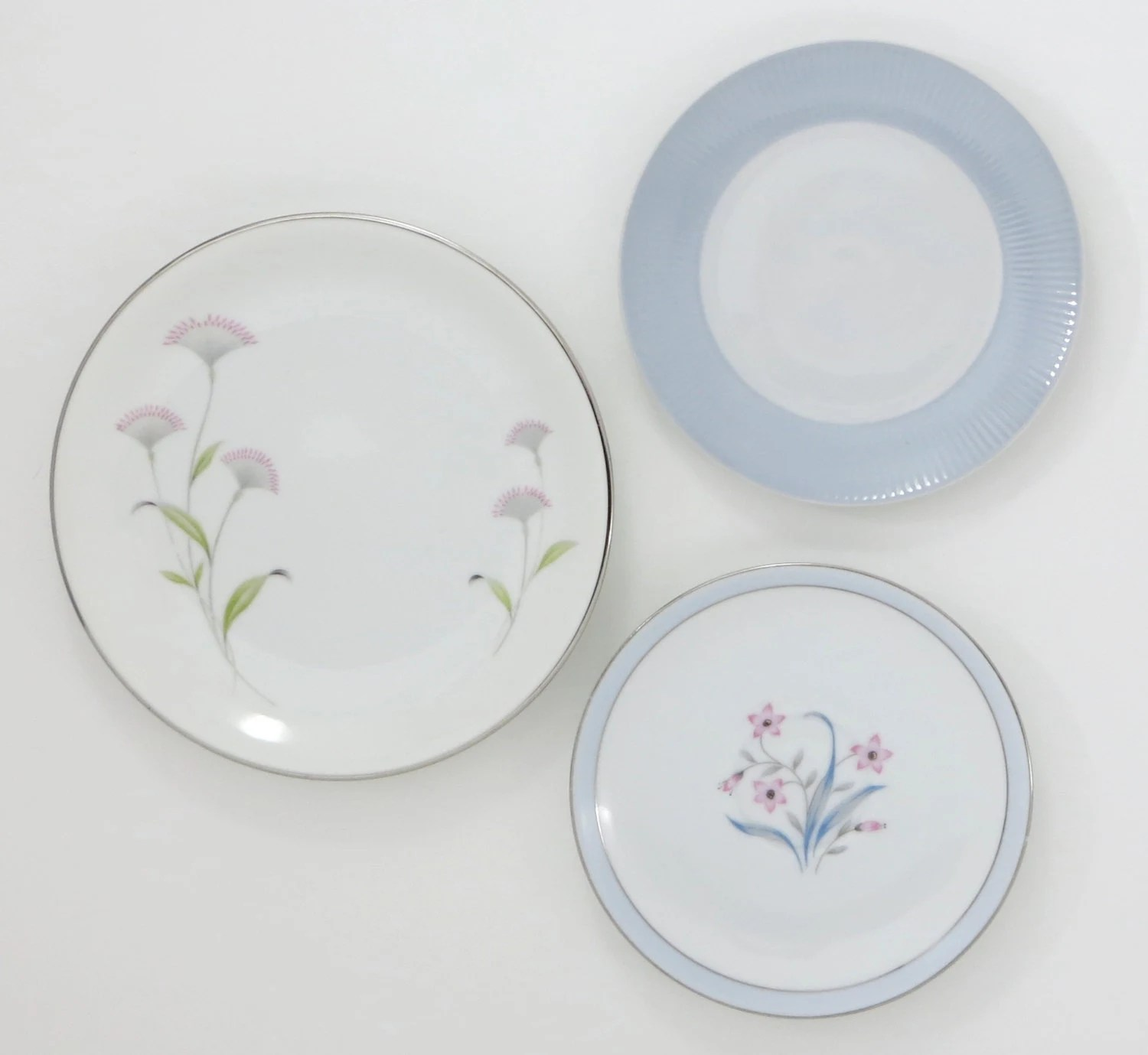 decorative kitchen plates for wall appliance packages home depot decor shabby by