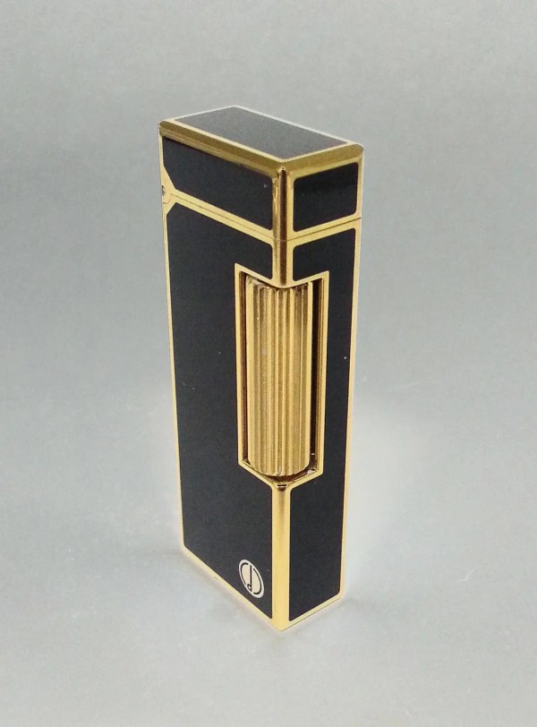 Alfred Dunhill Lighter 18 Gold And Black Lacquer