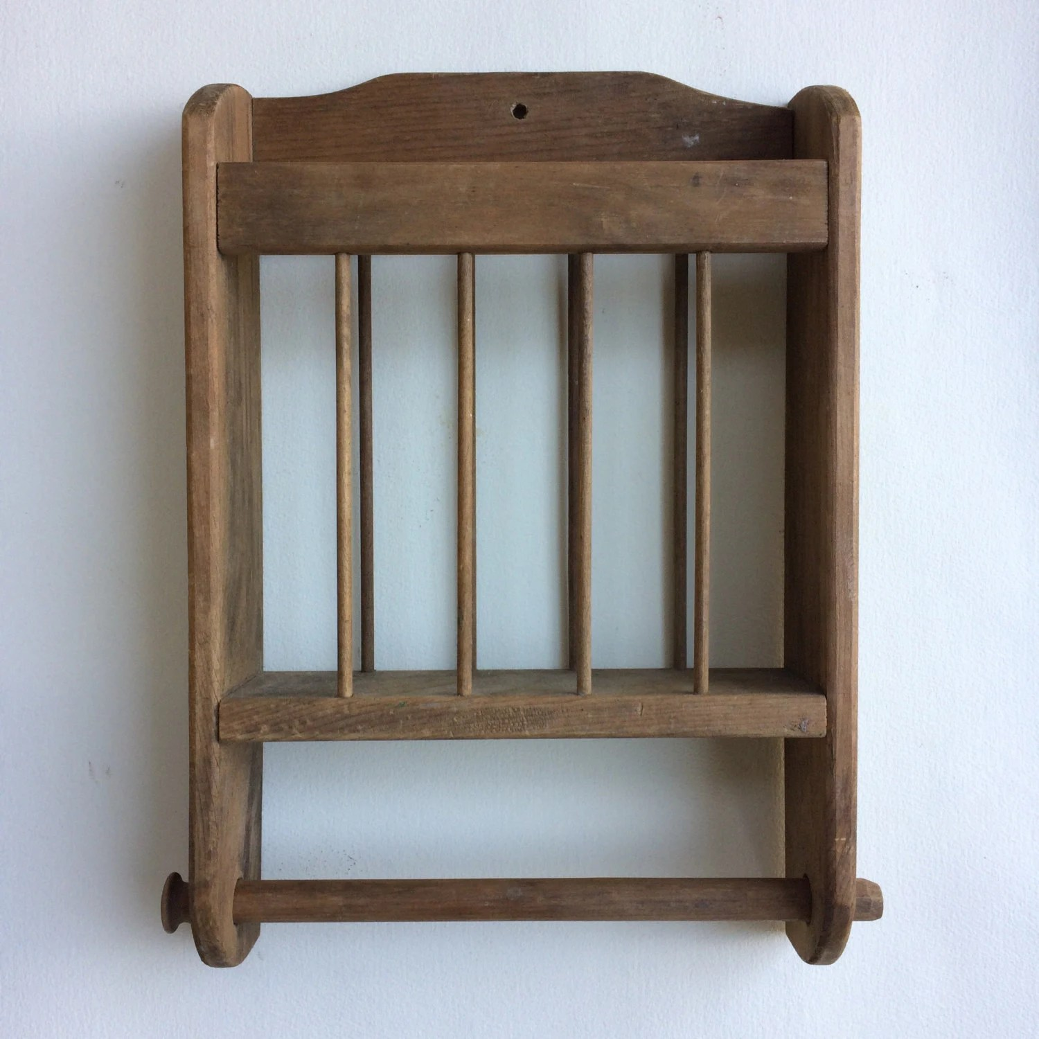 Antique Primitive Wall Hanging Wooden Plate Rack With Towel