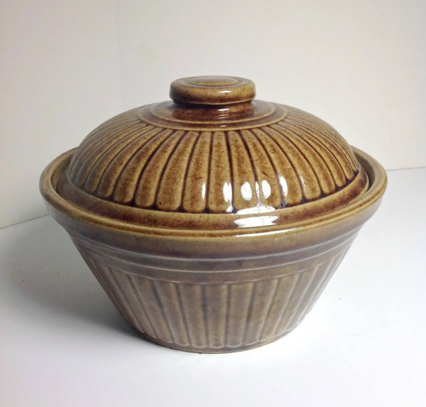 Brown Stoneware Casserole Dish with Lid