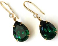 Gold emerald earring