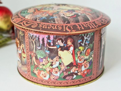 Walt Disney's Snow White and The Seven Dwarfs Collectible Tin: Vintage Candy Tin From Walt Disney World