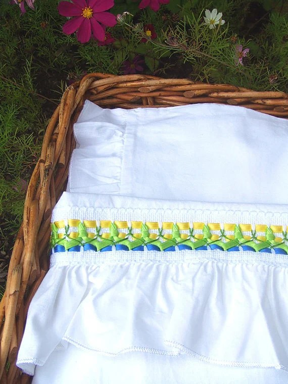 Bedding sheet set for baby cradle with traditional embroidered in a romantic style in a colorful yellow, green and blue and READY TO SHIP