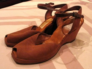 Vintage 1940s 'Cocoa-Brown' Velvet Wedge Peep Toe Shoes