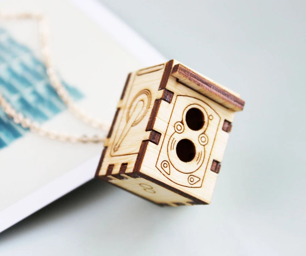 Rolleiflex Camera Locket Necklace - Iluxo