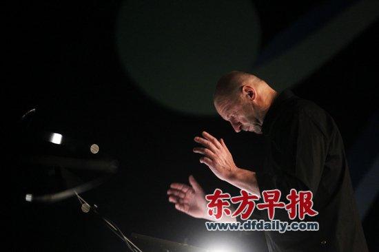 """紀念""""藍白紅""""音樂會:安靜的力量 基氏的悲憫_文化_騰訊網"""