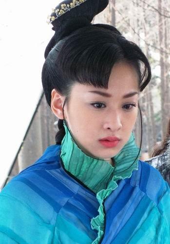 《孔雀翎》三登央視一套 穆婷婷悲情結局賺眼淚_娛樂_騰訊網