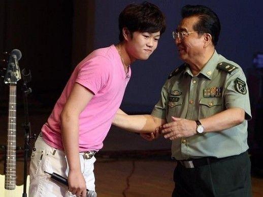 李某案同犯律師:李雙江被勒索因李某嫖資而起_娛樂_騰訊網