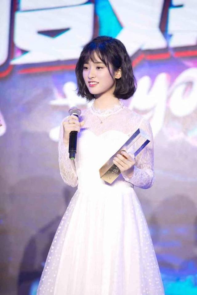 沈月獲百度娛樂年度人物 元氣少女暴風成長_大蘇網_騰訊網